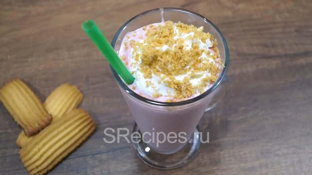 готовый молочный клубничный коктейль