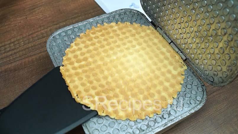 жарим вафельки до золотистого цвета