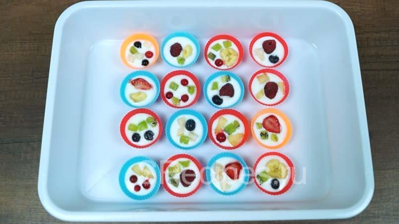 йогурт с фруктами в силиконовых формочках