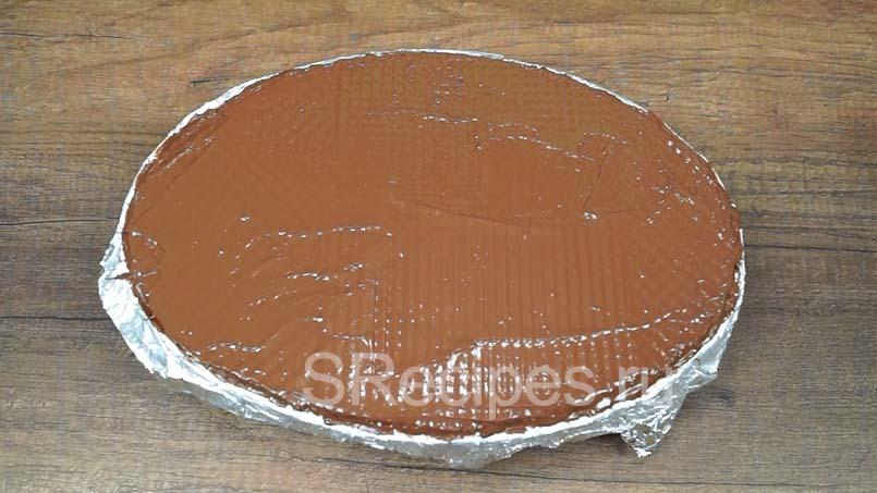 нанести растопленный шоколад на вафли