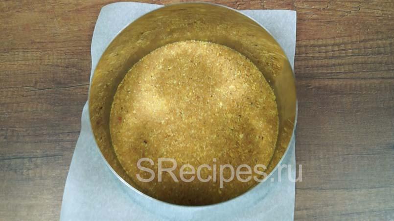 утрамбовать печенье в форму стаканом