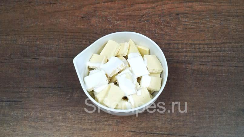 в белый шоколад с кокосом влить сливки